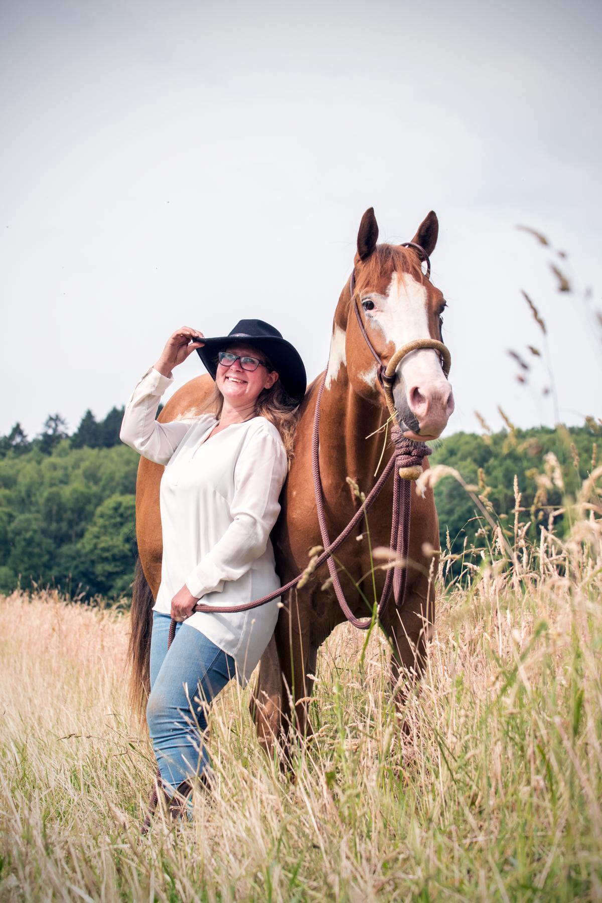 Quarter Horse Cowgirl Sonny Westernfotos Portrait